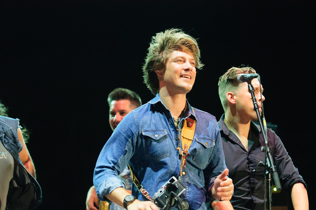 Description of . Taylor Hanson on the encore with Blues Traveler, July 4, 2015. Photo by Candace Horgan, heyreverb.com.