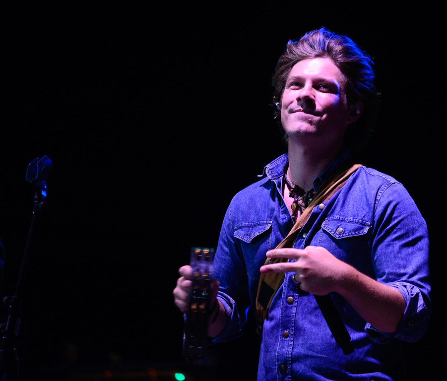 Description of . Taylor Hanson guests with Blues Traveler, July 4, 2015. Photo by Candace Horgan, heyreverb.com.