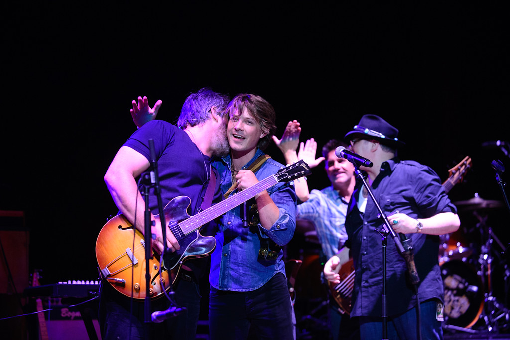 Description of . Chan Kinchla and Taylor Hanson at Red Rocks, July 4, 2015. Photo by Candace Horgan, heyreverb.com.